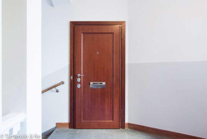 Säkerhetsdörr lägenhet klass 4 av trä