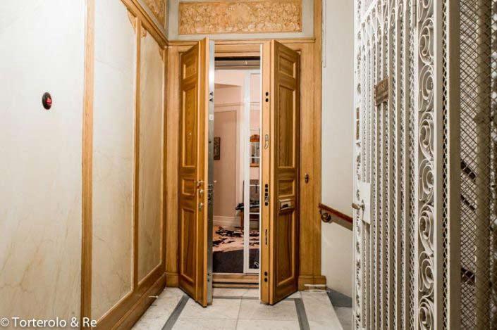 Öppen dubbeldörr säkerhetsdörr klass 4 lägenhet för bredare ingång