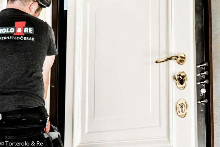 Installation säkerhetsdörr klass 4 lägenhet