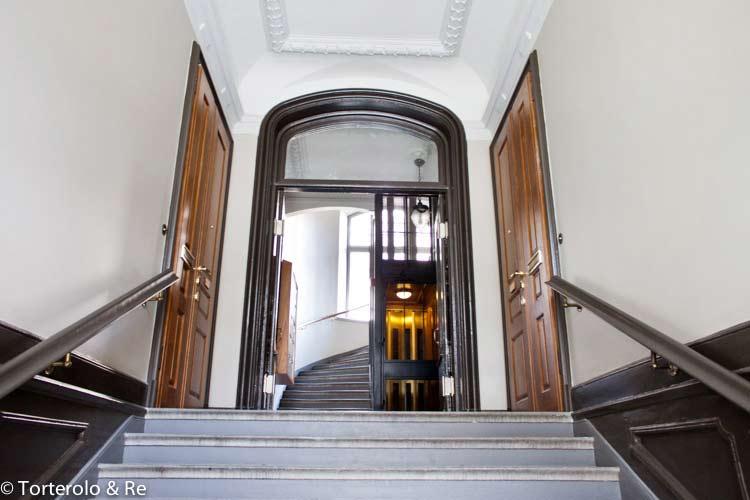 Säkerhetsdörrar i trapphus, samt dubbeldörrar