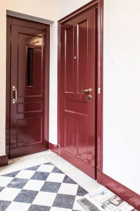 Inklädd hissdörr lika säkerhetsdörrarna