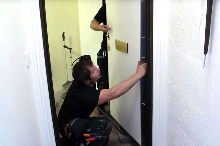 Installation säkerhetsdörr till lägenhetsdörrar