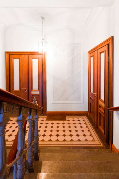 Säkerhetsdörrar lägenhet klass 4, pardörr med glasillustration.